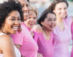 Imagen de mujeres alusiva al cáncer de mama